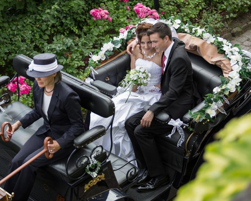 AAGLANDER - Mit der Motorkutsche zur Hochzeit
